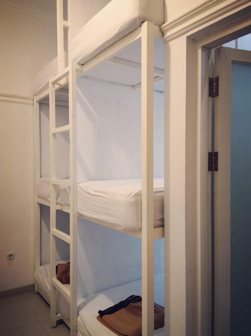 bunk bed room hotel malang