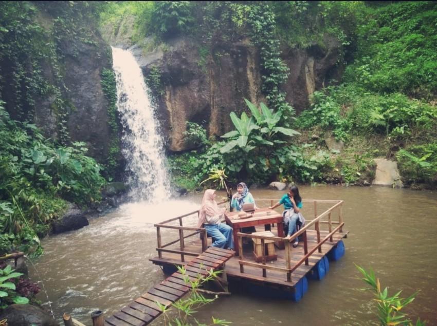 Cafe Apung Coban tempursari malang