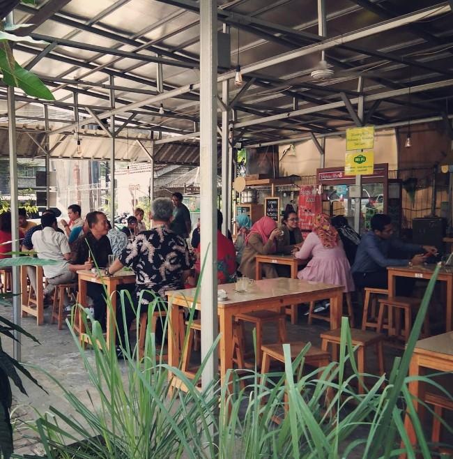 Taman kayu putih street food jakarta